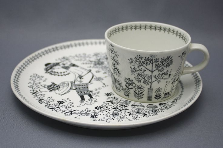 Emilia coffee set by Raija Uosikkinen for Arabia - what an adorable print!
