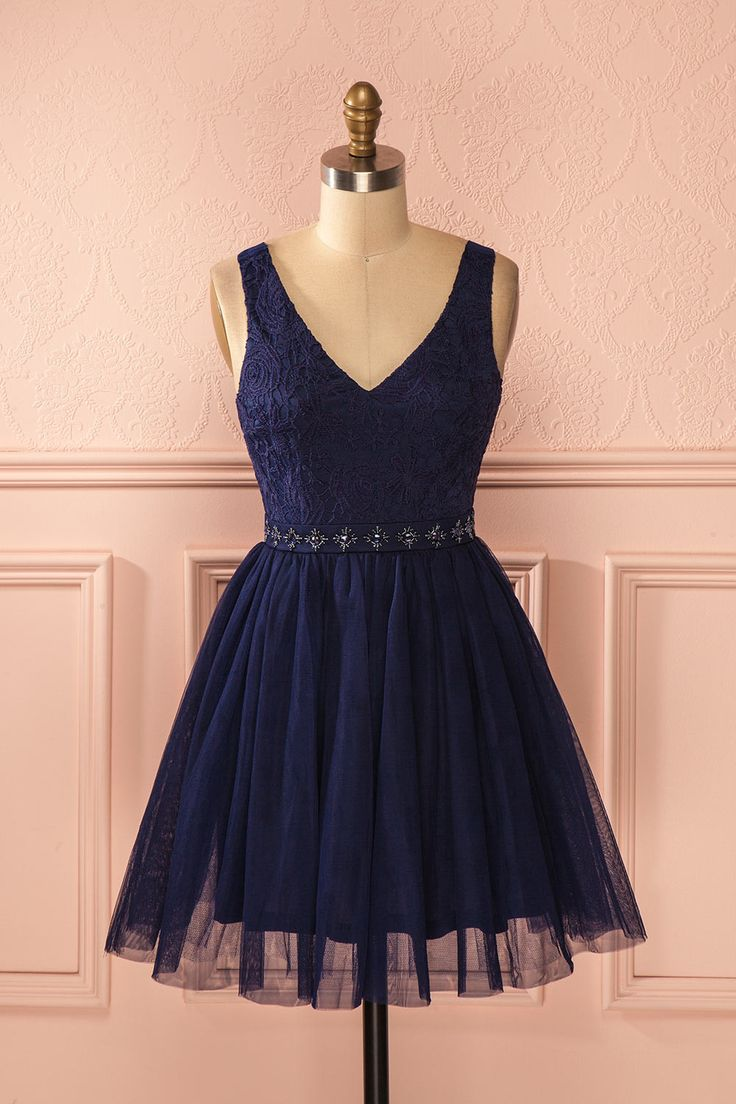 Une fois les ballerines vaporeuses coiffées et maquillées, l'émouvant spectacle pourra commencer ! Once the misty ballerinas' hair and make-up will be done, the show will begin! Navy blue lace and tulle beaded dress www.1861.ca
