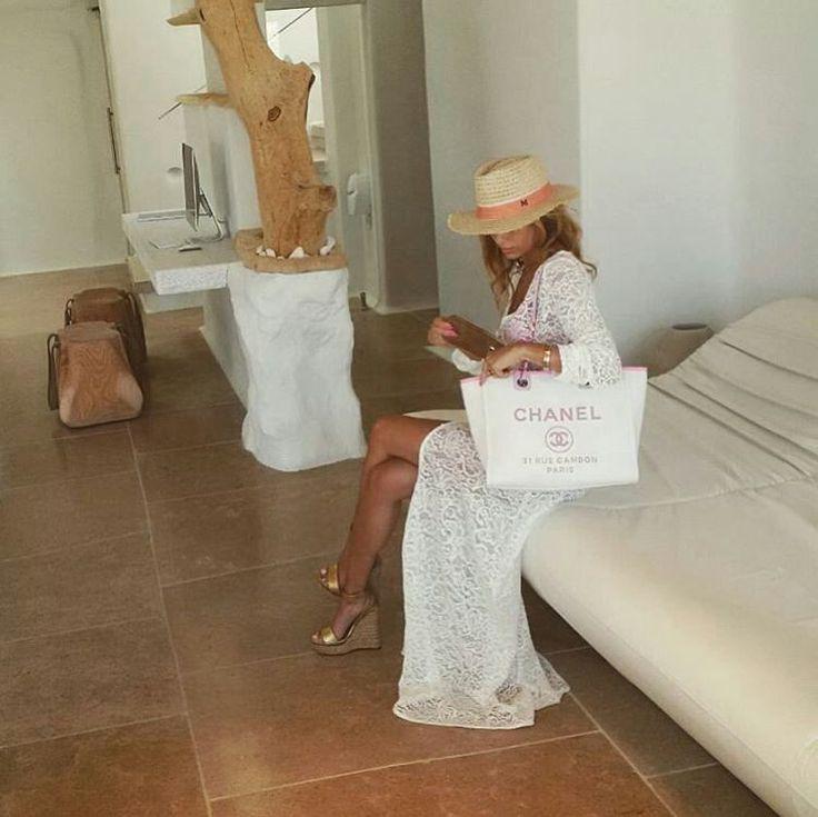 Thank you @federica_camila_perla for staying with us and sharing this classy pic! #KenshoMykonos #luxuryhotel #boutique #lifestyle #luxurytravel #luxuryliving #Mykonos #greece #cyclades #greekislands https://www.instagram.com/kenshomykonos/