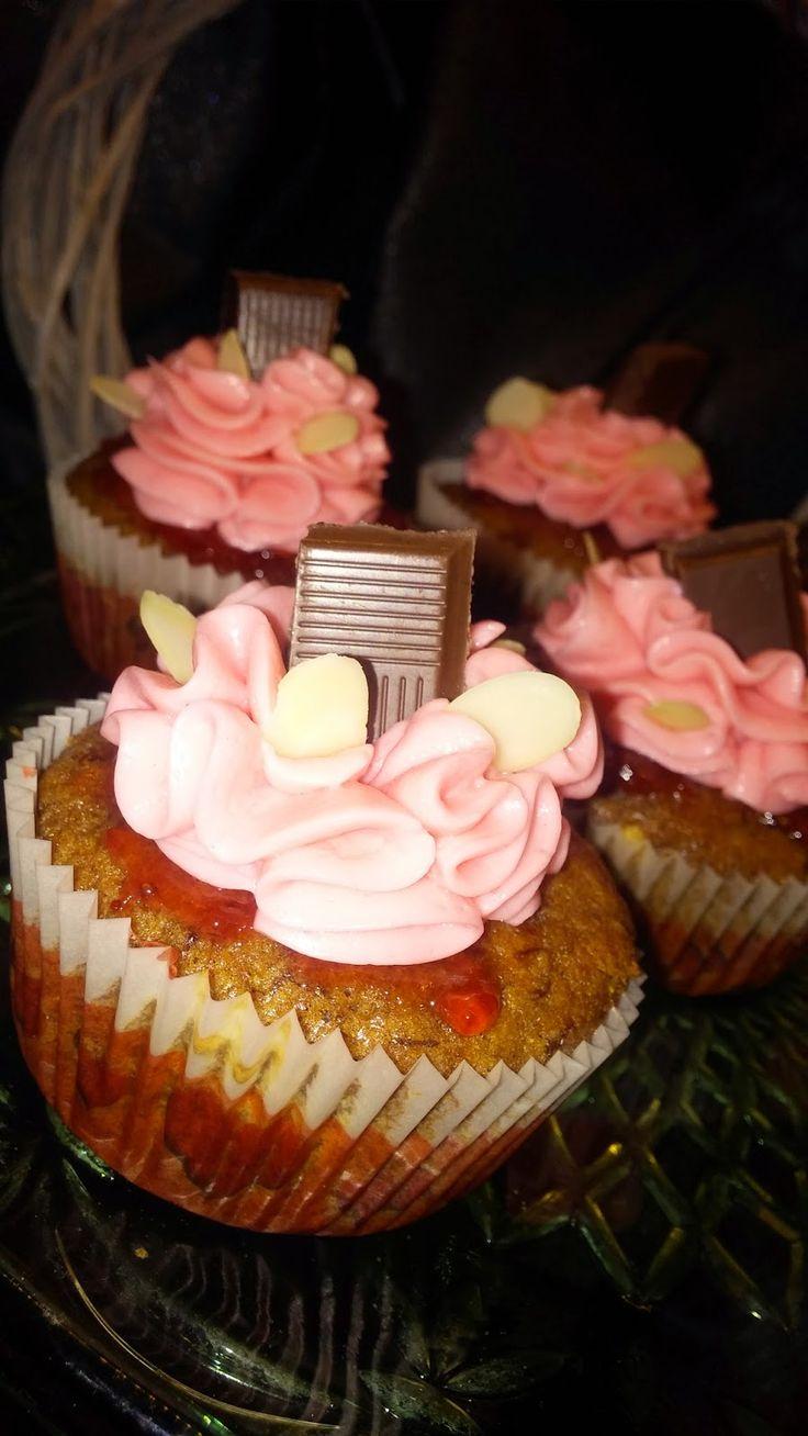 By Michel Design: Jahodové cupcakes