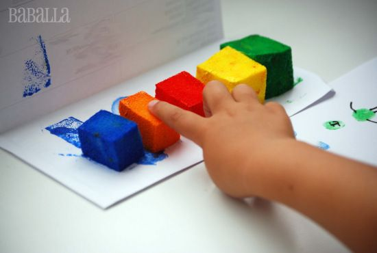Sponge-soaked finger paints for less mess from Baballa