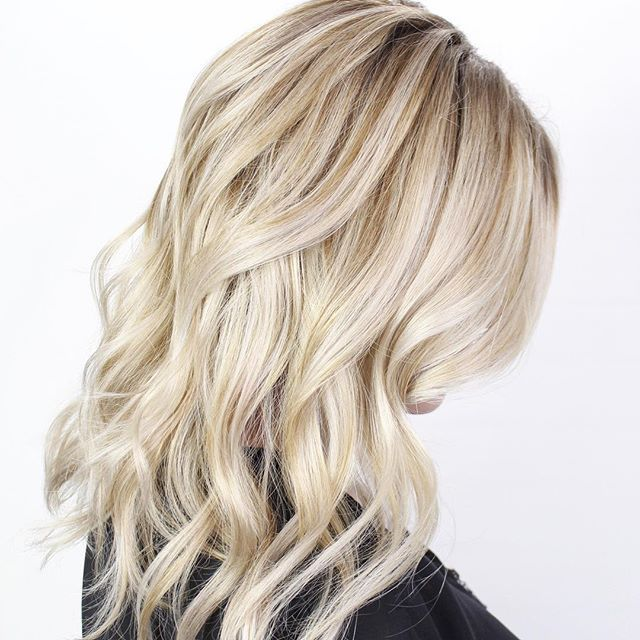 Blonde Balayage And Ashy Shadow Root Ashy Blonde Highlights Dimensional Blonde Hair Hair Doo Ashy Blonde Highlights Balayage Hair