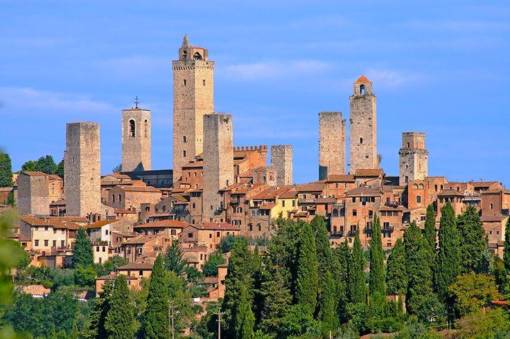 Description: Toscane en gastronomie zijn onlosmakelijk met elkaar verbonden. Er zijn weinig plekken waar je zo heerlijk kunt eten en genieten van de heerlijke lokale wijnen.  Tijdens deze prachtige fly & drive bezoek je wijnkelders en boerderijen proef je wijn kaas en salami en volg je kooklessen waarbij je de geheimen van de Toscaanse keuken leert kennen.  Combineer dit met een bezoek aan alle culturele toppers van Toscane en je hebt een fantastische rondreis!  Niet over nadenken. Doen!  Je…