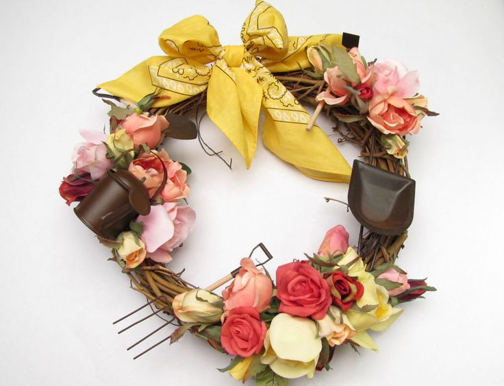 Very pretty gardening wreath. Has directions to make.