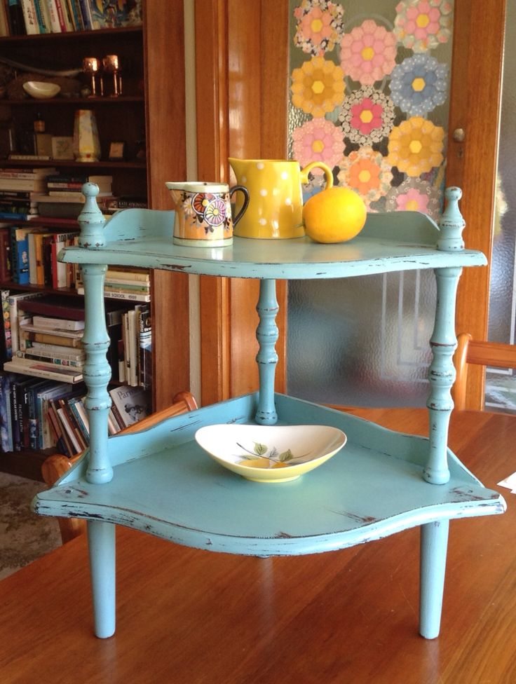 Little vintage whatnot in Annie Sloan 'Provence'. Lovely satin finish with the clear wax!