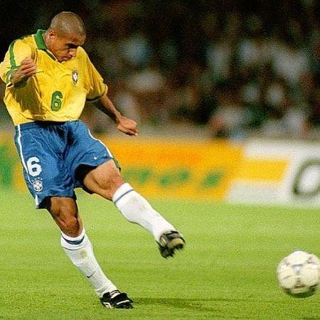 Roberto Carlos, post bank holiday. #Robertocarlos #brazil #brazilianfootball #brazilnationalteam #southamerica #brazil #football #footballplayer #retro #retrofootball #classicfootball #vintage #vintagefootball #worldcup #internationalfootball #soccer #soccerjersey #90s #90sfootball