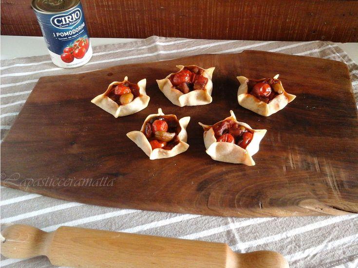 Un simpatico antipasto, leggero ma saporito, pasta senza burro: le pardulas salate  http://blog.giallozafferano.it/lapasticceramatta/pardulas-salate-melanzane/