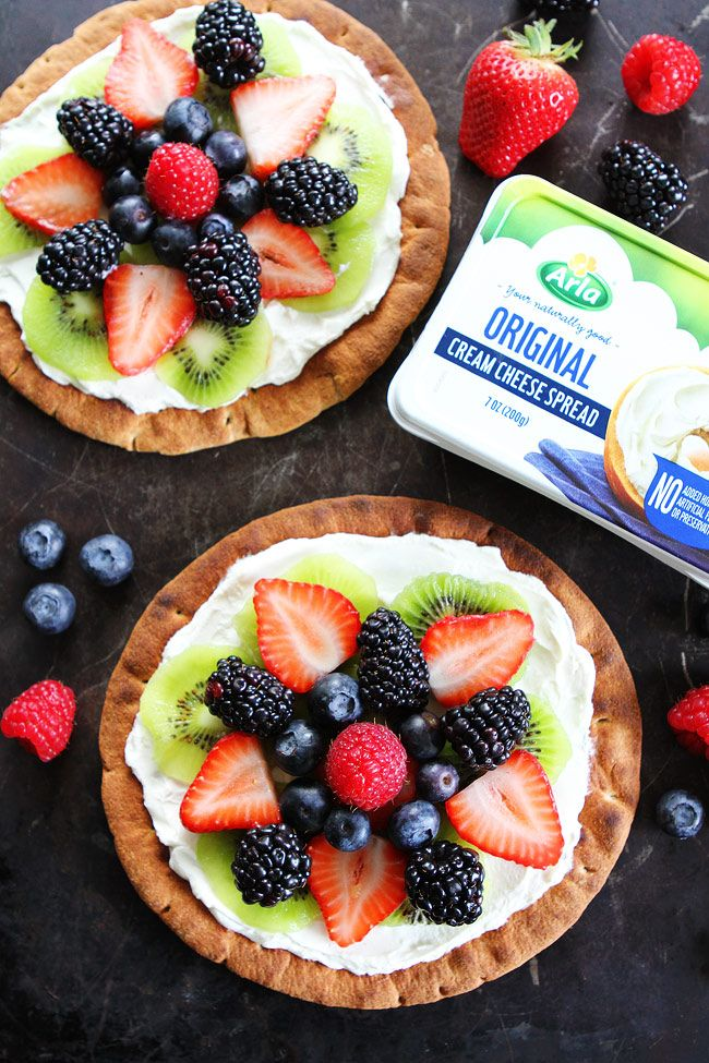 Breakfast Fruit Pizza Recipe on twopeasandtheirpod.com Kids and adults will love these easy and healthy fruit pizzas! They are great for breakfast or snack time! #arla #arlacreamcheese
