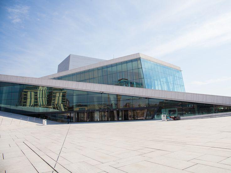 斬新な北欧建築!屋根を歩けるオスロのオペラハウス
