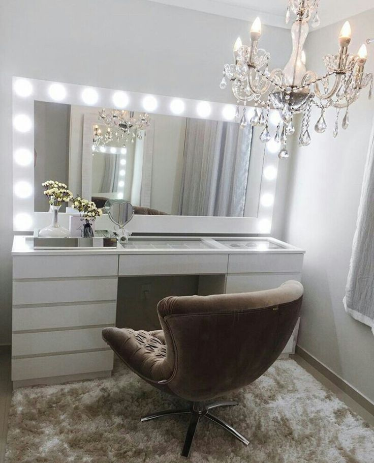 Attractive Make Up Station / Mirror W/ Bulbs Part 28
