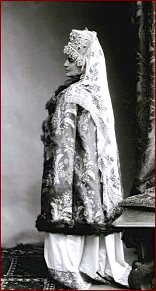 A left side view of the 17th century jeweled costume of Maria Vasiliyevna, Countess Golenischev-Kutuzov at the Winter Palace Costume Ball in 1903.