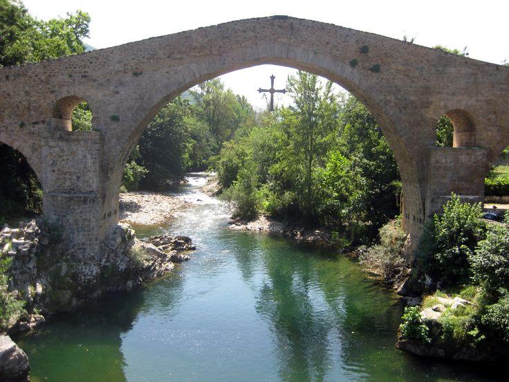 Puente Romano (Cangas de Onís), aunque su construcción actual date en realidad de la Edad Media