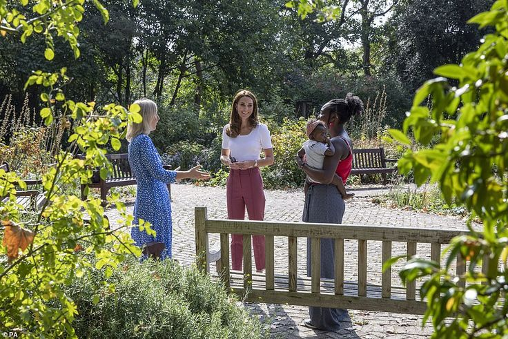 Kate Middleton meets with parents in a London park in 2020