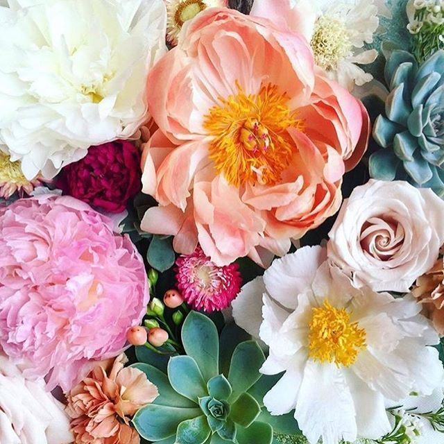 A M A Z I N G colour in this bouquet by @layeredvintage  . . . . #weddingflowers #bridesbouquet #peonies #weddinginspiration #weddingideas #weddingbouquet #bridestyle #weddingstyling