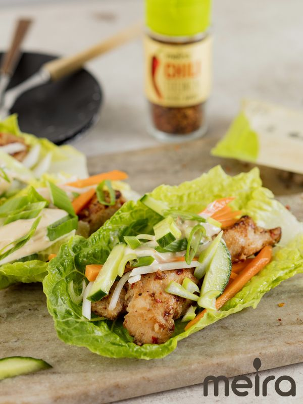 Korealainen bbq-kana salaatinlehtiin käärittynä 4:lle Vaikeusaste: keskitaso Valmistusaika: 45 min (Ei sisällä hernettä, ei sisällä kalaa/äyriäisiä, ei sisällä...