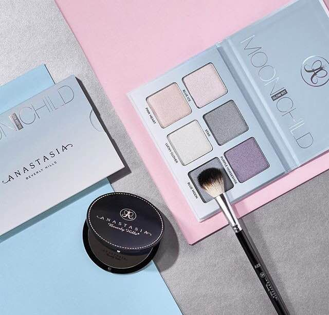 New post! ALITTLEKIRAN: SWATCHES | ANASTASIA BEVERLY HILLS NEW GLOW KITS IN SWEETS AND MOONCHILD #makeup #beauty #anastasiabeverlyhills #abhcosmetics #norvina #highlight #highlighter #glow #glowkit #palette #sweetsglowkit #moonchildgkowkit #review #swatches #beautyblog #bbloggers #dupes #sleek #sleeksolsticepalette #sleekmidaspalette #highlighterswatches #highlightcollection