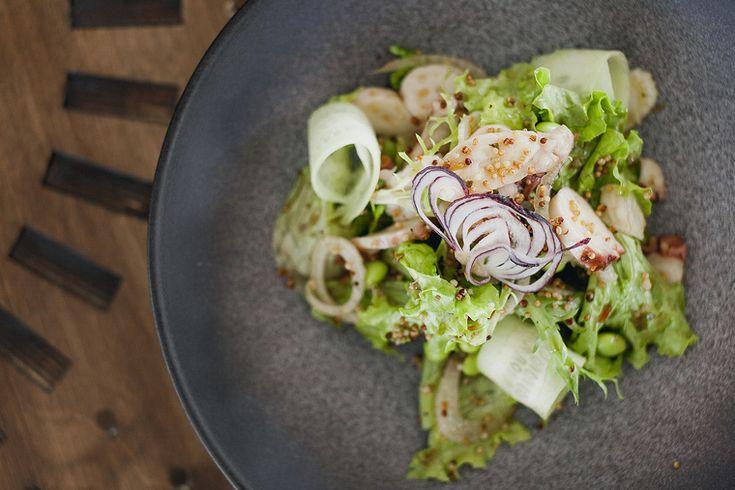 Салат с осьминогом и бобами