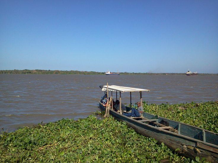 Póstal del Río Magdalena en el sector de Las Flóres en Barranquilla. En la imagen, podemos observar la majestuosidad del Magdalena rumbo a la desembocadura de Bocas de Ceniza.