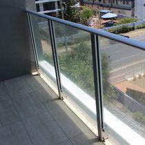 Barandilla de aluminio / con paneles de vidrio / de exterior / para balcón