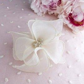 Fleur en soie ivoire