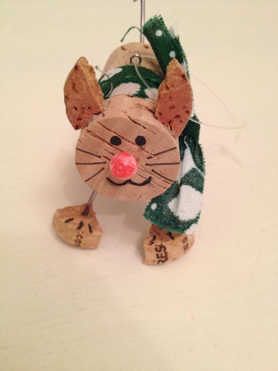 This cork cat is perfect for any cat/wine lover, like myself. Can be used as a decorative piece year round, as well as a Christmas Ornament. Makes a perfect gift, (birthday/Christmas/hostess etc.) Made of 100% real recycled wine corks. Feel free to send me a message if you would