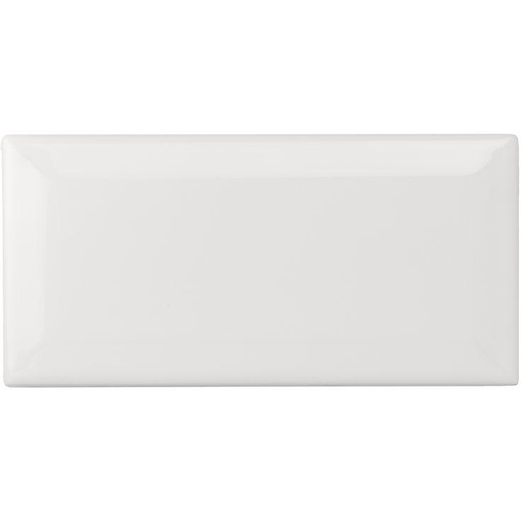 Rektangulärt kakel i Metro-format. Hög glans för invändigt bruk i kök och badrum. Förpackning om 50 plattor.