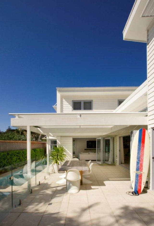Best 20 flat roof ideas on pinterest for Beach cottage exterior design