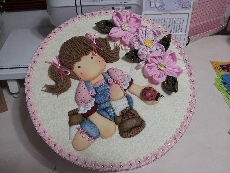 con embuetido en lanas,3d y flores en patchwork