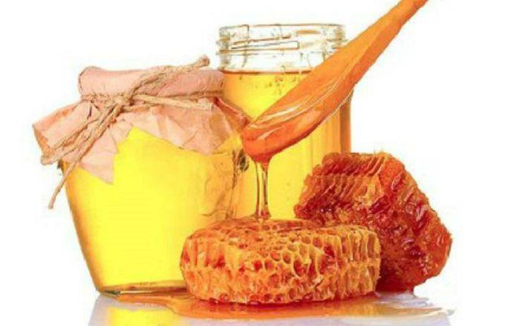 ОДНУ ЧАЙНУЮ ЛОЖКУ МЁДА РАЗВЕСТИ В СТАКАНЕ СЫРОЙ ВОДЫ. Получаем 30% раствор мёда, который по составу идентичен плазме крови. Мёд в сырой воде формирует кластерные связи (структурирует ее). Это повышает её целебные свойства. Медовая вода усваивается организмом быстро и полностью. Эффект медовой воды Нормализуется пищеварение. Улучшается работа всех звеньев ЖКТ. Повышается иммунитет. Проходят хронические насморки, …