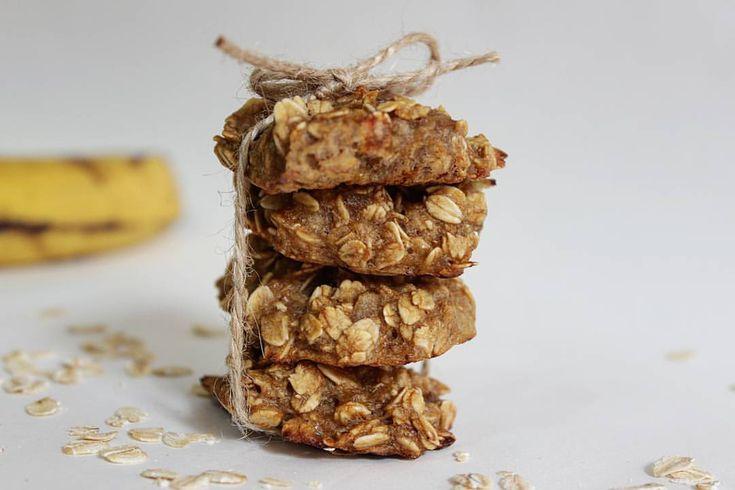 """47 Beğenme, 2 Yorum - Instagram'da Elif (@bi_mutfak): """"Muzlu yulaflı kurabiyelerim 🍌 Tarif çok pratik bir o kadar da sağlıklı!  Sadece 3 malzemeye…"""""""