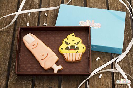 Dedo con hueso y terrorífico cupcake. Diseño  de Galletea.http://www.galletea.com/galletas-decoradas/