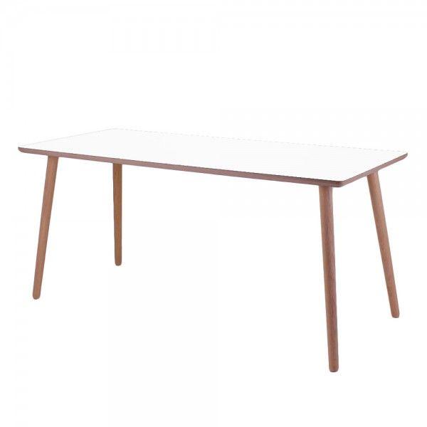 Skrivebord i hvid med massive egeben. Made in Denmark
