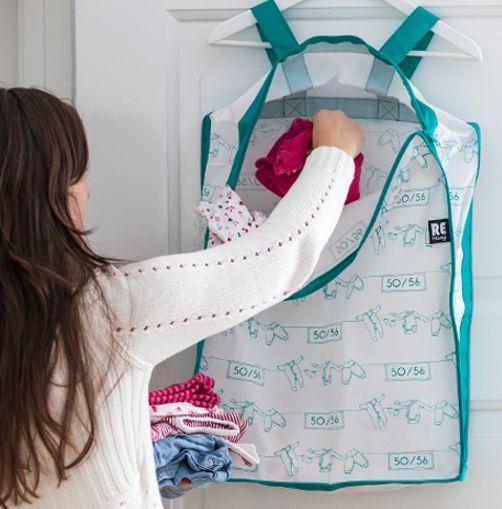 Förvara täcken och filtar i denna smarta och smidiga låda. Smart förvaring i mjuk låda till täcken och textilier för ordningo och reda i garderoben.