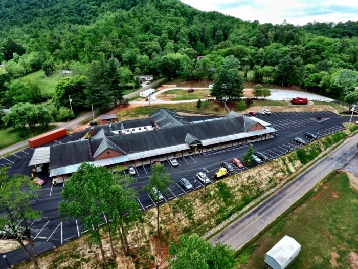 You'll Never Want To Leave This Massive Antique Mall In North Carolina