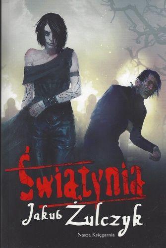 """""""Świątynia"""" - Jakub Żulczyk.  Znakomity horror dla młodzieży. Pojawiają się niecenzuralne wyrazy i z tego względu nauczyciel nie powinien oficjalnie polecać tej książki. Cz. 2 cyklu"""