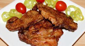 A Lacipecsenye recept egy rendkívül ízletes fogás, amit nagyon szeretek. A régi időkben, a lacikonyhákban ez az étel nem volt más, mint gyors tűzön, frissen, hagymás paprikás zsírban sült sertésszelet, amit kettévágott cipóba tettek. Én szeretem sütés előtt bepácolni a húst, mert sokkal ízletesebb így az étel, de természetesen ez el is hagyható. Aki kedveli a finom, omlós húsokat, annak csak ajánlani tudom ezt a Lacipecsenye receptet. :)