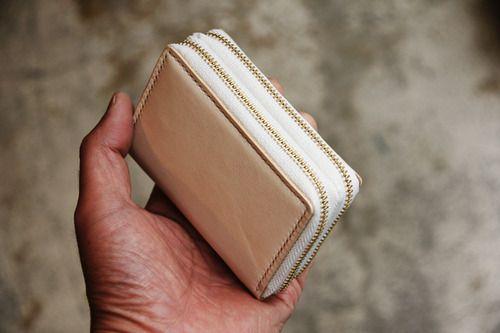 〈Mr.N Order / Key Case & Wallet〉  Body : Cow Leather  (Tochigi Leather) Stitch : Linen (Crawford) Zipper : - (YKK) Ring : French Ring  All handmade works.  @bamboo grass mountain(Kamakura-City, Japan) http://www.bgm2013.com