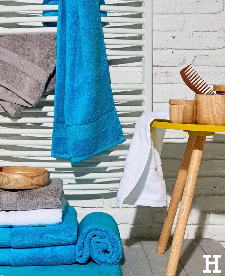 Den Sommer Nach Hause Holen Im Knalligen Blau Und Sonnigen Holzton Meinhoffi Badezimmer Deko Holztisch B Badetuch Badezimmer Einrichtung Badezimmerideen