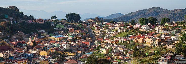 San Joaquín, el pueblo del huapango en la Sierra Gorda . San Joaquín en Querétaro es un pueblo mágico que vive de la minería desde hace por lo menos quince siglos dentro de la Sierra Gorda y la región de la Huasteca lo que lo ha convertido en escenario natural y cultural, especialmente durante el Concurso Nacional de Huapango.