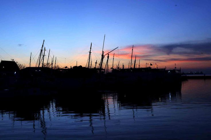 Sunset di Pelabuhan Rakyat Paotere, Makassar, Sulawesi Selatan, Indonesia