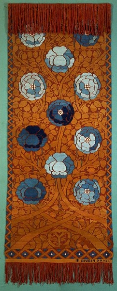 This double-sided hanging was described as a 'real innovation' by the jurors of the Exposition Universelle at Paris in 1900, where it was awarded a gold medal, and its weaver and designer, Frida Hansen, director of the DNB, given special praise. It was designed to hang in a doorway and to be semi-transparent. The hanging was acquired directly from the Exposition for this museum.