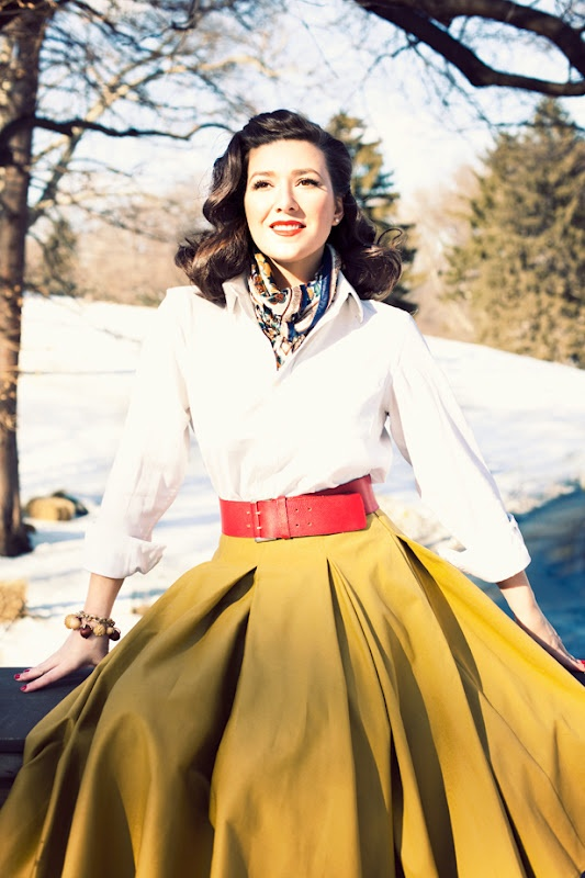 à la parisienne: Vintage-Inspired Fashion-From Me to YouFull Skirts, Fashion, White Shirts, White Christmas, Style Icons, Vintage Charms, White Blouses, Cute Outfit, Circles Skirts