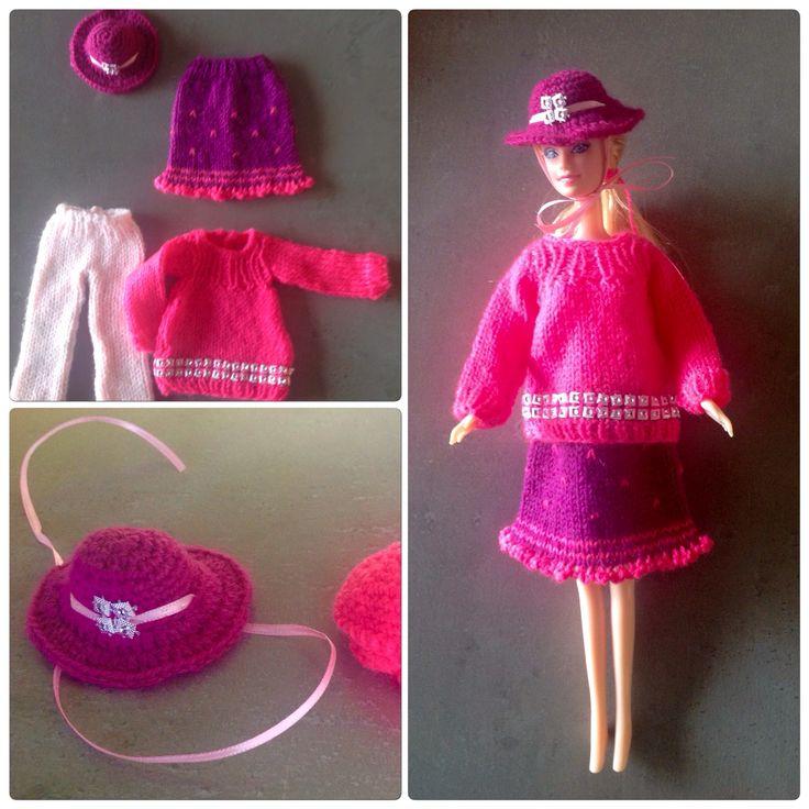 Gebreide trui, hoed met lint, rok en 3/4 broek. Made by me.