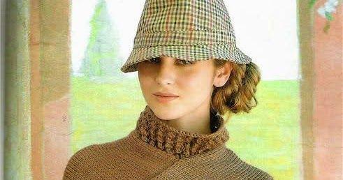 Poncho de cuello alto tejido con dos agujas y con terminaciones crochet.