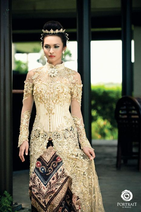 Indonesian bridal kebaya from fashion designer Djoko Sasongko in Surabaya, Java...beautiful!
