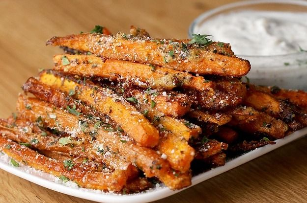 They're carrots, so they're healthy, right?! Garlic Parmesan–Baked Carrot Fries  #dinner #sidedishes #recipe
