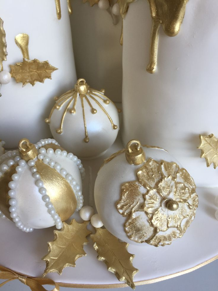 Edible chocolate Christmas baubles. Gold/white
