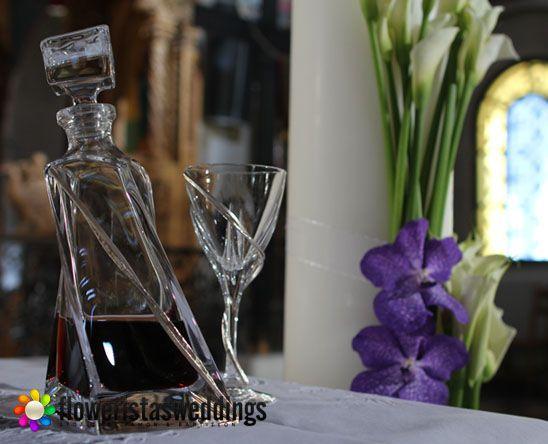 Καράφες, ποτήρια και δίσκοι ,σκεύη απαραίτητα για την τέλεση του μυστηρίου.