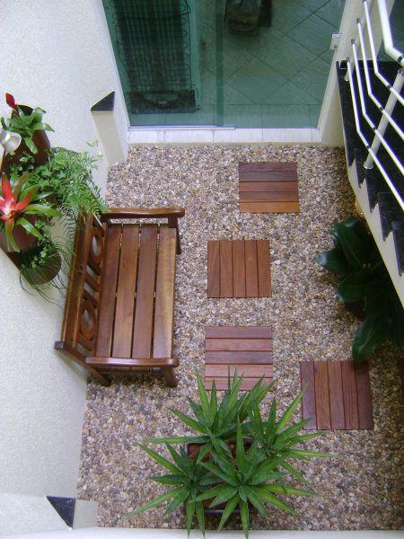 Jardim de inverno em entrada de residência