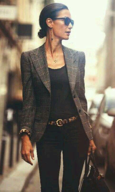 Die minimale klassische Outfit Mode Board für jun…